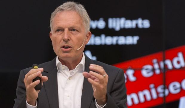 Peter van der Wel bij lezing